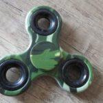 Fidget-spinner-maskáčový-keramický-4-minuty-se-točí-Aliexpress-300×169
